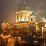 230px-Esztergom.bazilika.lights